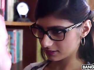 BANGBROS - Mia Khalifa is Back and Sexier Than Ever! Halt It Out!