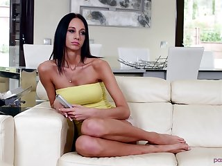 Beautiful Eveline Neil can't be pleased with only a vibrator
